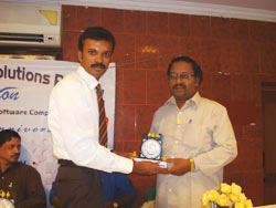 Honouring Chief Guests Director, T. Sabapathi, Onyxon Project Solutions Pvt. Ltd., Kumabakonam